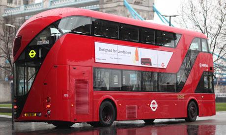 Uno de los modernos Routemaster londinenses