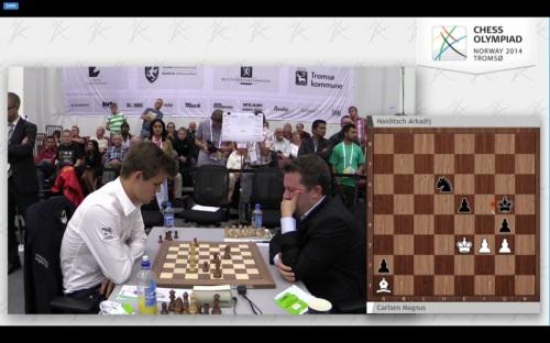 ¿Seguir la retransmisión de una partida del Campeón del Mundo (izquierda) en tiempo real, con análisis y comentarios de profesionales? No hay problema